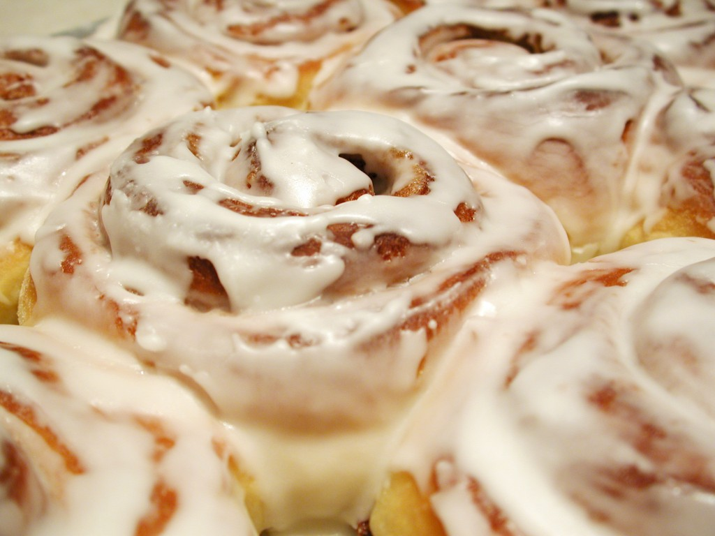 cinnamon-rolls-close